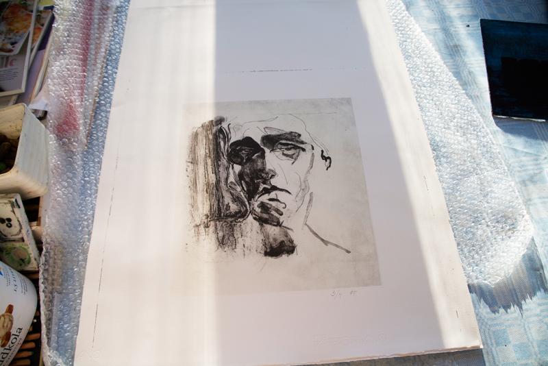 Betraktaren: Mått: 20 x 20 cm. Material: Litografi.